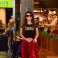 Paula Fernandes esbanjou simpatia ao desembarcar em aeroporto de São Paulo