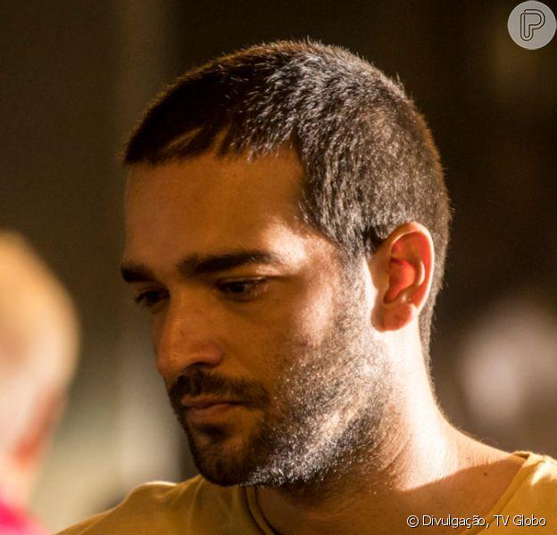 Nos próximos capítulos da novela 'Amor de Mãe', Sandro/Domênico (Humberto Carrão) se envolve em assalto logo após deixar a cadeia