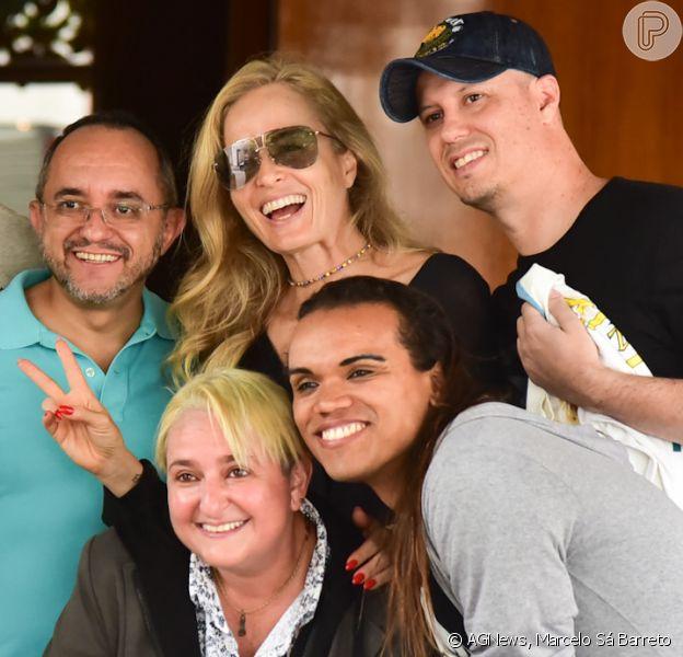 Angélica foi cercada por fãs ao deixar hotel de São Paulo nesta terça-feira, 10 de dezembro de 2019