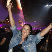 Graciele Lacerda usa top e short curto em show de sertanejos. Fotos do look!