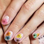 'Flower Nails' é a tendência de nail art da Bruna Marquezine para o verão
