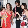 Laura Neiva e Chay Suede estavam acompanhados pela mãe da atriz e pela irmã caçula de Laura, Teresa