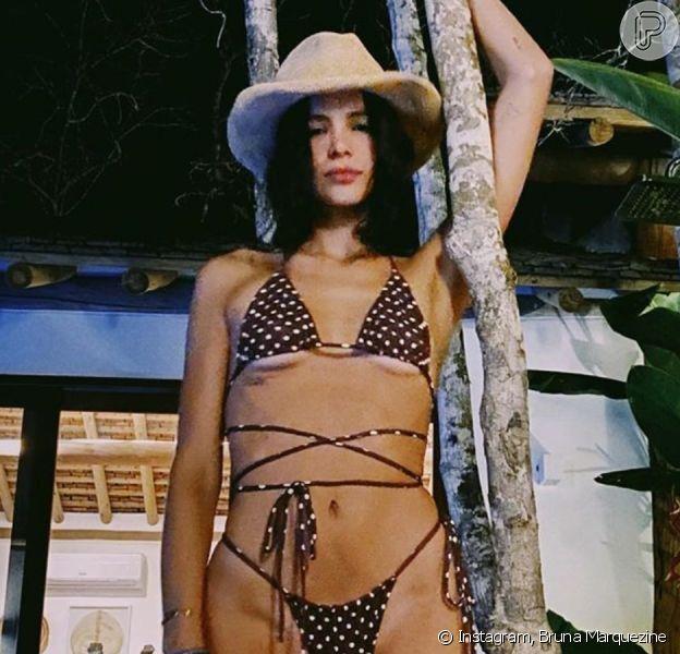 Bruna Marquezine exibe foto com biquíni de bolinha em publicação nesta terça-feira, dia 31 de dezembro de 2019