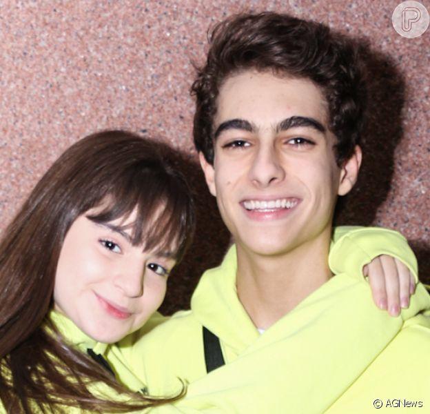 Sophia Valverde e o namorado, Lucas Burgatti, compartilharam fotos pela primeira vez se beijando. 'Finalmente', comemorou fã dos atores da novela 'As Aventuras de Poliana'