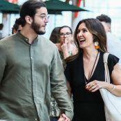 Fátima Bernardes aposta em look comfy P&B para passeio com namorado. Fotos!