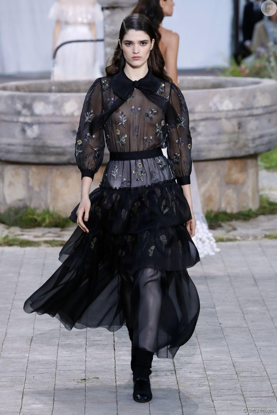 Desfile Chanel de alta-costura: floral com tulê é tendência