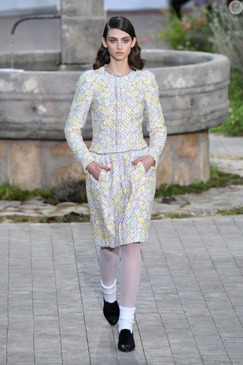 Desfile Chanel de alta-costura tem estampa inspirada em vitrais