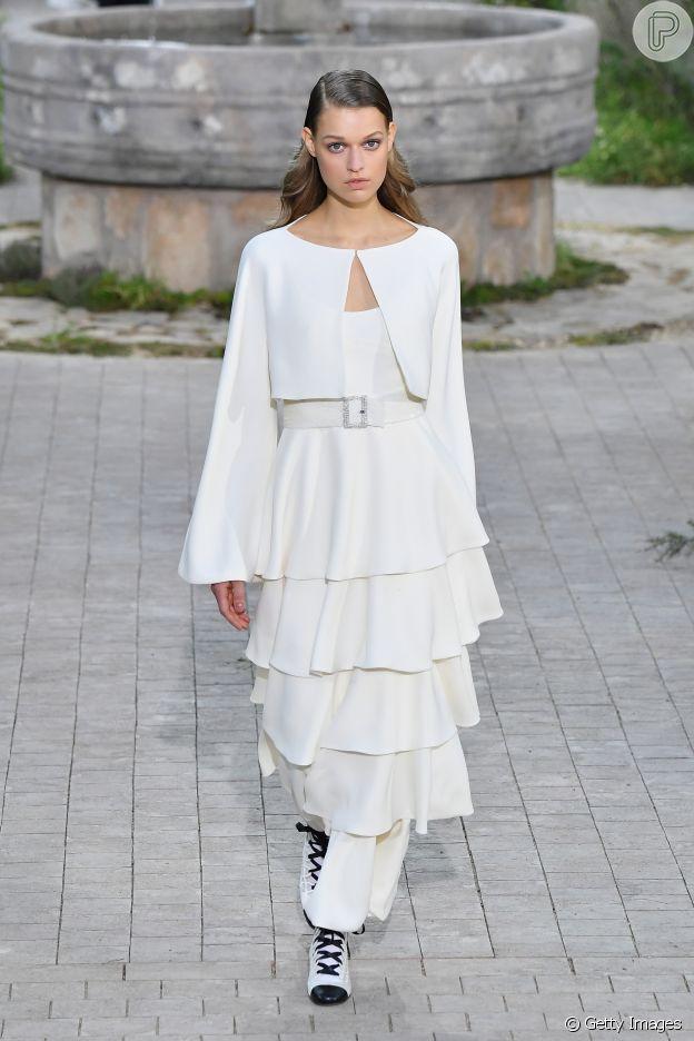 Desfile Chanel de alta-costura: volume e babado é tendência
