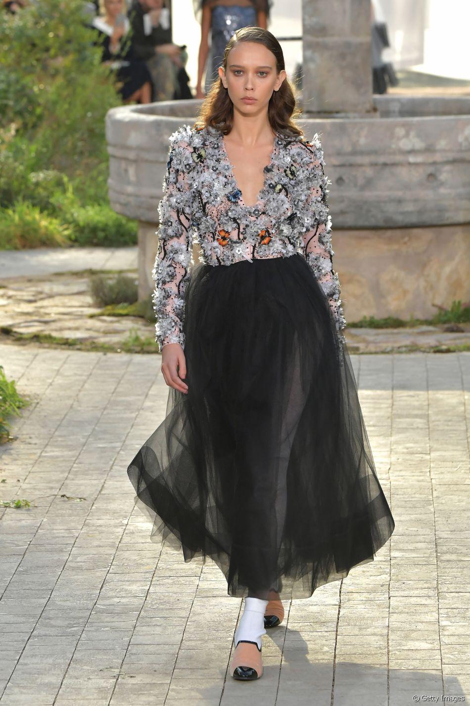 Desfile Chanel de alta-costura: tulê garante toque estiloso