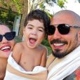 Ex-BBBs Aline Gotschalg e Fernando Medeiros são pais de Lucca, de 3 anos