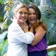 Adriana Esteves e Cláudia Abreu posam se enforcando para ver quem ganhará o prêmio de Melhor Atriz do 'Melhores do Ano', do 'Domingão do Faustão'