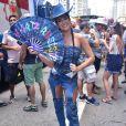 Fernanda Paes Leme  escolheu um look all jeans para bloco de rua em SP