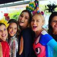 Angélica curtiu um baile de Carnaval entre amigas