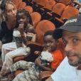 Filhos de Giovanna Ewbank e Bruno Gagliasso apostam em look estiloso para assistir a musical infantil neste domingo, dia 16 de fevereiro de 2020