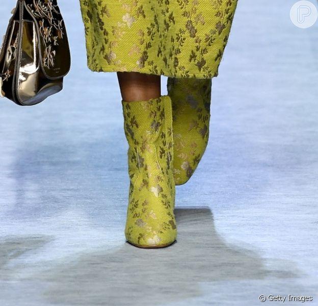 Saiba quais sapatos estão na moda: de bota a sapatilha!