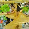 Carnaval de Paolla Oliveira: capa plissada assume o lugar de costeiro com penas
