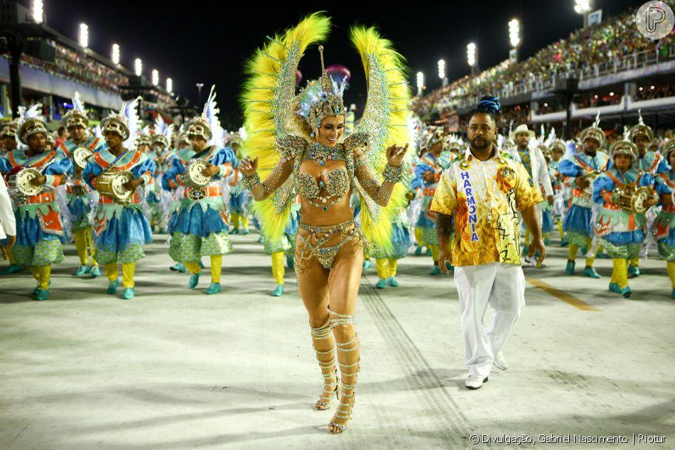 Livia Andrade foge de cobranças sobre corpo padrão para o carnaval e afirma que arcou com o custo da fantasia da Paraíso do Tuiuti, confecionada em São Paulo