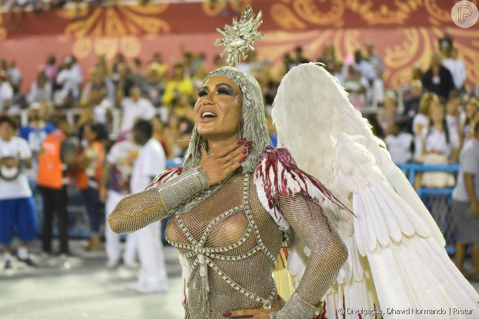 Fantasia de Gracyanne Barbosa reune 500 mil pedras: 'Trabalhei o ano todo para pagar'