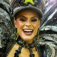 Raphaela Gomes é rainha de bateria da São Clemente e veio fantasiada de Polícia Federal no Carnaval 2020