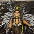 Rainha de bateria da São Clemente, Raphaela Gomes se vestiu de Polícia Federal para defender o enredo 'O Conto do Vigário'