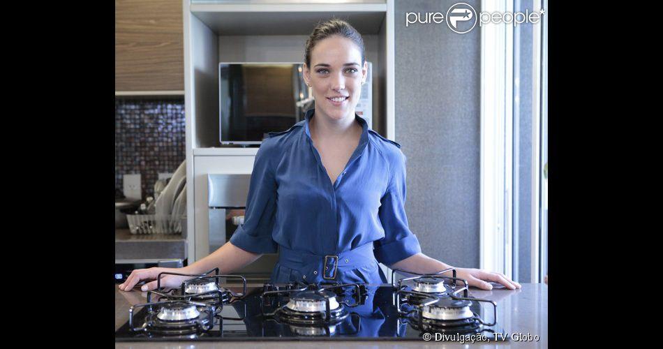 Adriana Birolli ensina receita de desfiado de carne ao creme de mandioca. A atriz de 'Império' adora cozinhar.  'É vocação', diz ela, que tomou gosto pela culinária durante a participação no programa 'Super Chef Celebridades', reality do 'Mais Você', da Globo, em 2012