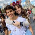Sophia Valverde e Lucas Burgatti estão namorando há 7 meses