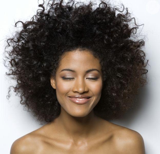 4 blogueiras para te ajudar a se maquiar em casa!