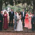 Junior Lima e Monica Benini posam com seus respectivos pais, além de Sandy e Lucas Lima, padrinhos do casal