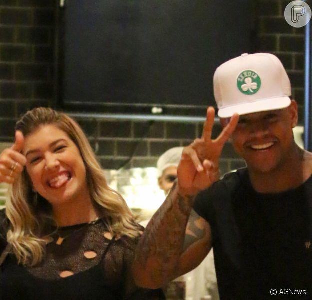 Lorena Improta e Leo Santana postaram fotos e vídeos do mesmo almoço