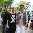 Xuxa Meneghel chegou acompanhada de Junno Andrade