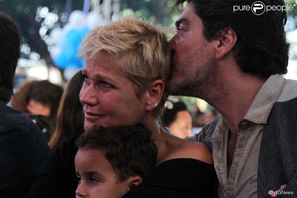 Xuxa Meneghel se emocionou durante a festa dos 25 anos de sua fundação nesta terça, 28 de outubro de 2014