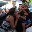 Observada por Junno Andrade, Xuxa Meneghel chora com Bruna Marquezine