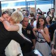 Xuxa Meneghel e a filha, Sasha Meneghel, se emocionam na festa dos 25 anos da fundação da apresentadora