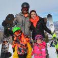 Patricia Abravanel e os filhos brincam até na neve