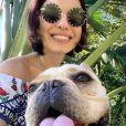 Sthefany Brito posa para foto com pet  Montalcino