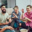 Jogos de perguntas e adivinhações servem de entretenimento entre os amigos