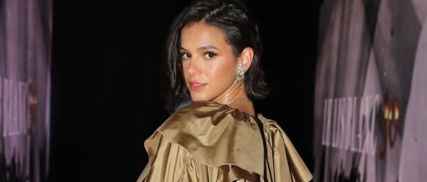 Bruna Marquezine usa minivestido brilhante com fenda em luau de 25 anos. Fotos!