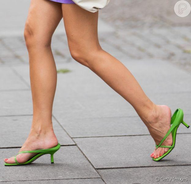 Pés à mostra: veja as opções de sapato que estão na moda!