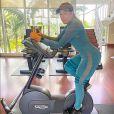 Zilu Godoi se exercita diariamente para manter o corpo em forma