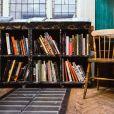 Evite colocar seus livros em locais úmidos e com luz direta