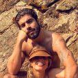 De biquíni tie dye, Grazi Massafera curtiu cachoeira em viagem com o namorado, Caio Castro