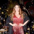 Simony tem 44 anos, é mãe de 4 e namora o cantor Felipe Rodriguez