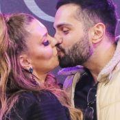 Simony e namorado, Felipe Rodriguez, festejam aniversário de namoro em viagem