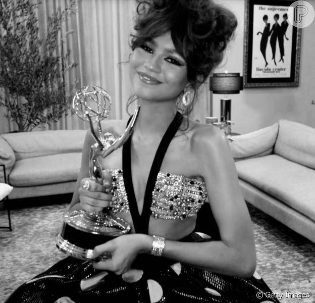 Zendaya quebra recorde e se torna a mais jovem a vencer prêmio no Emmy 2020