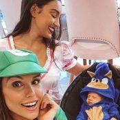 Flávia Viana e marido vestem filho de Sonic em festa de 1 mês de Gabriel. Foto!