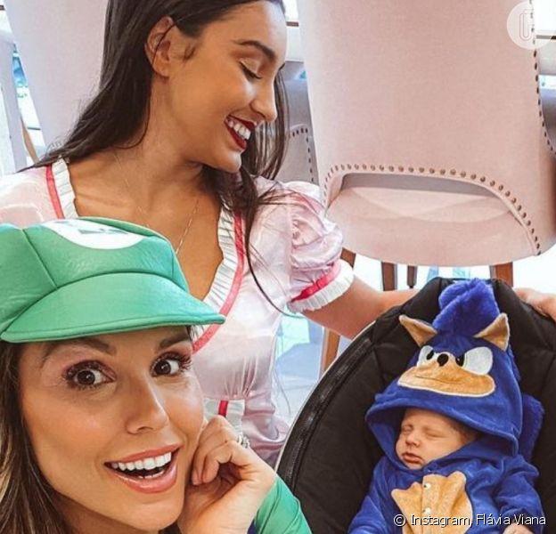 Filho de Flávia Viana ganhou fantasia de Sonic ao comemorar 1 mês nesta sexta-feira, 16 de outubro de 2020
