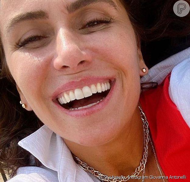Giovanna Antonelli voltou a causar frisson nas redes sociais ao posar de biquíni