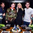 Val Marchiori reuniu o noivo, Thiago Castilho, e os filhos gêmeos, Eike e Victor, na festa de 15 anos dos adolescentes