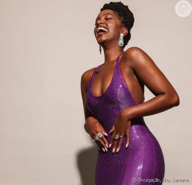 Iza usa vestido exclusivo com 1 milhão de cristais em premiação nesta quarta-feira (11)