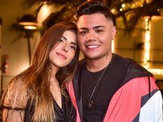 Felipe Araújo leva namorada, Estella Defant, para gravação de clipe com famosos em SP